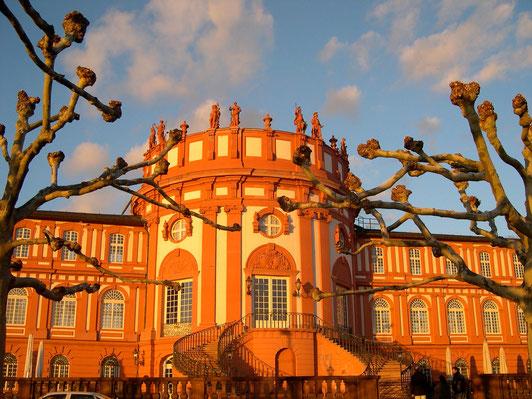 Дворец в Бибрихе (Висбаден). В прошлом резиденция герцогов Нассау.   Foto V.Shkarovskaya
