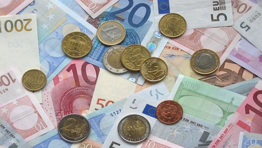 Wie viel kosten die Hyaluron Ratiopharm Augentropfen? Geldscheine und Euros als Abbildung
