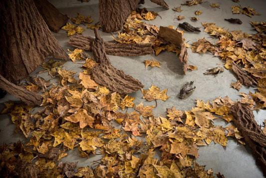 Nature morte, 2016 (Papier, pâte à papier et oiseaux en bronze) (c) David Décamp Courtesy Galerie La Forest Divonne
