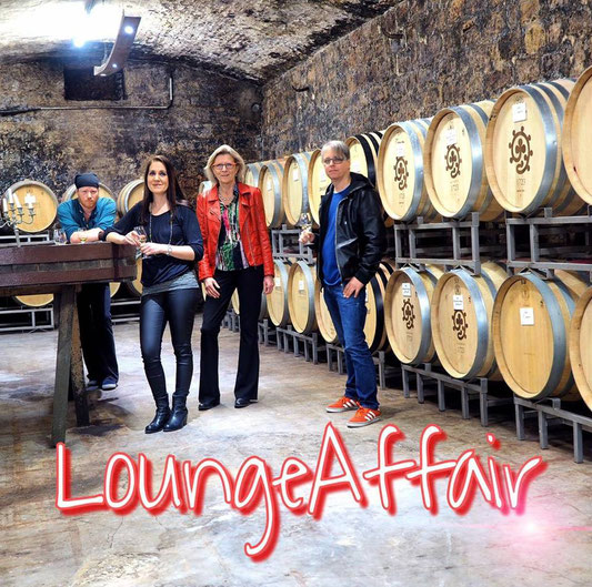 Kontakt : loungeaffair.band    Maryam Djafari -Gesang und Booking