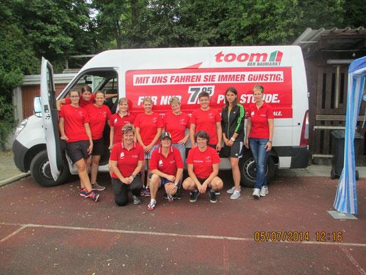 Das Frauenfussballteam an der Jubiläumsveranstaltung am  05.07.2014