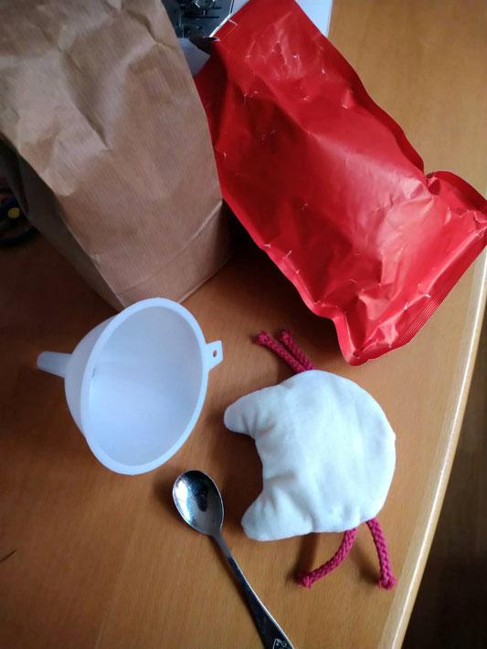 Das Catnip-Kissen kann mit Baldrian oder Catnip befüllt werden