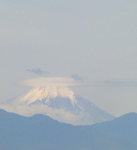 6月22日(2013) 冠を戴いた富士山:祝、富士山世界遺産登録決定!三鷹市の国立天文台の近くから撮影)