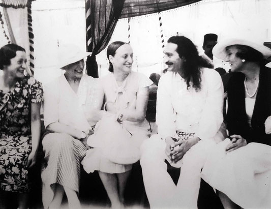 1938, Nasik, India.  ( L-R ) Delia De Leon , Nadine, Margaret Craske, Meher Baba & Norina Matchabelli