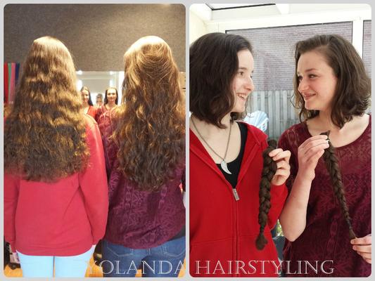 Lisette en Yvonne doneerden hun mooie lange haren voor stichting Haarwensen in ruil voor een gratis knipbeurt. Respect!