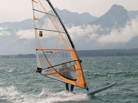 Surfen lernen bei Wassersport Engel am Wolfgangsee
