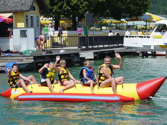 Bananenboot fahren bei Wassersport Engel am Wolfgangsee