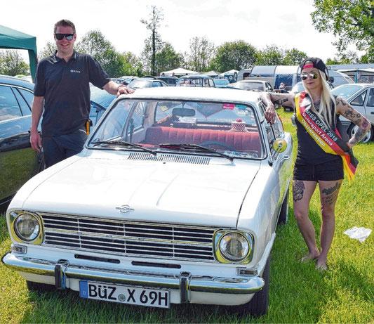 Im vergangenen Jahr war nicht nur der Rekord aus dem Jahre 1969 ein Schätzchen, Vereinschef Christian Radtke freute sich auch über den Besuch von Miss Opel Antonia Paulina Wolzki.