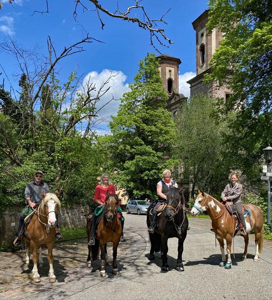 Wir acht vor dem Kloster Frauenalb
