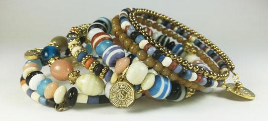 Bracelets fantaisie. Perles de verre, d'os et de bois