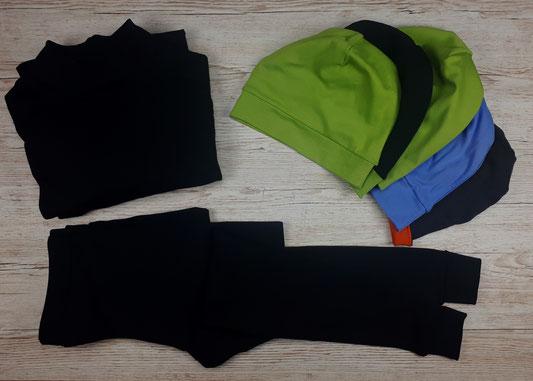 """Lange Unterhemden und lange Unterhosen für die Berliner Stadtmission und Obdachlosenhilfe. Aktion """"Lasst uns Wärme nähen"""" von Lebenskleidung."""