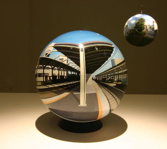 Flat Ball 2006 / φ17cm / acrylic on plastic / 2006