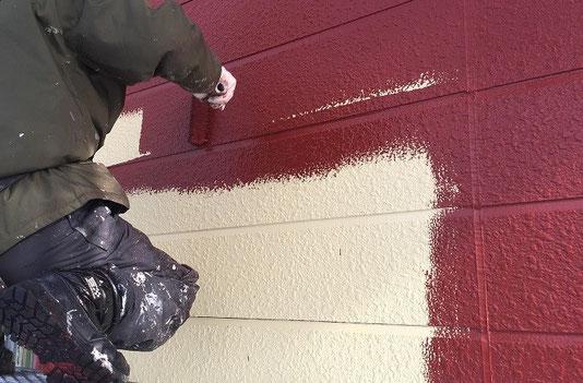 外壁サイディング塗装施工中