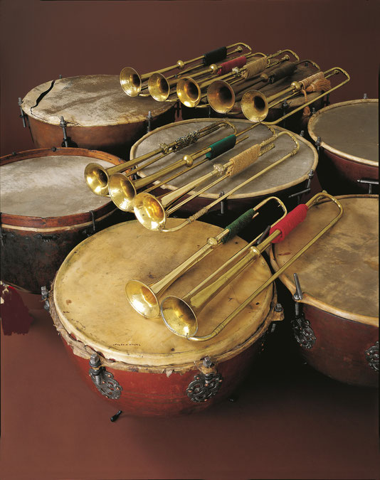 Langtrompeten auf Pauken | Historisches Museum Basel | Naturtrompeten