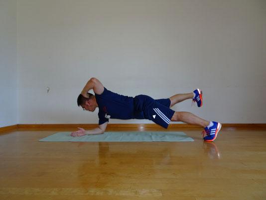 安定させるところ、動かすところ、連動性。もちろん体軸確保で。