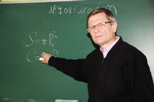 Куриляк  Олег  Богданович - вчитель математики та фізики,   класний керівник 7 класу