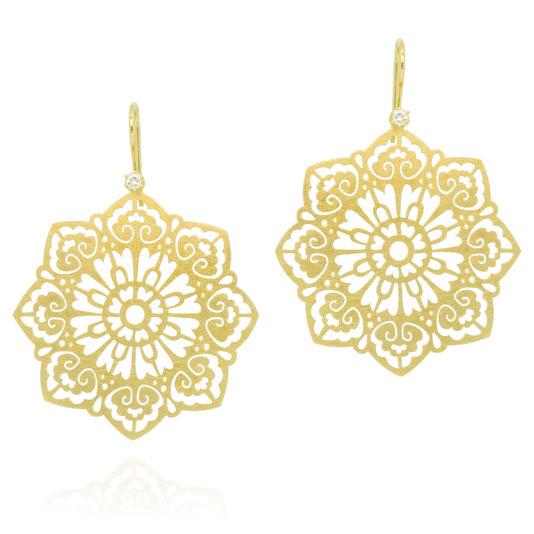 floral-ornament-ohrringe-blauer-zirkon-rosegold-pauline-herzog-goldschmiede-atelier-herzog