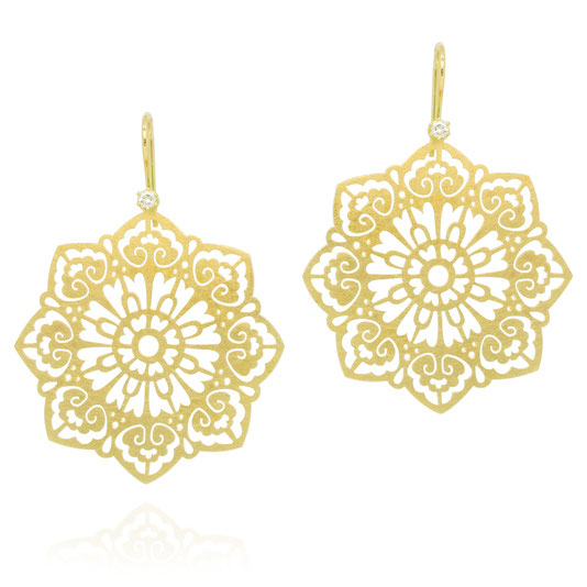 orient-ornament-ohrringe-diamant-gelbgold-pauline-herzog-goldschmiede-atelier-herzog