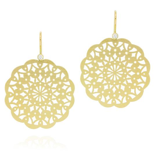 orient-gelbgold-pauline-herzog-ornament-ohrringe-goldschmiede-atelier-herzog