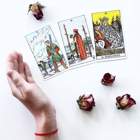 3 Motive, die du kennen solltest, bevor du zu den Karten greifst