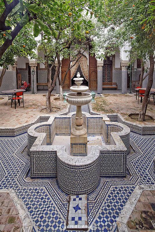 Innenhof mit Wasserbeckenanlage in der Kasbah von Telouet, Marokko. Aufgenommen mit der Sony Alpha 7R mit Canon TS-E 17 mm Shift. Copyright 2014 by Rolf Lohmann