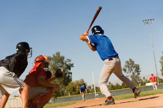 野球をする人