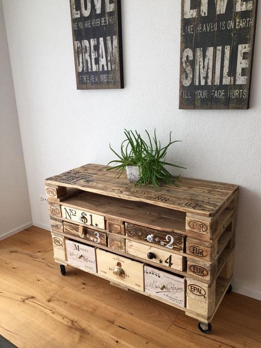 Sideboard aus weinkisten  Palettentische, Sideboards, TV-Möbel alles handgefertigt und jedes ...
