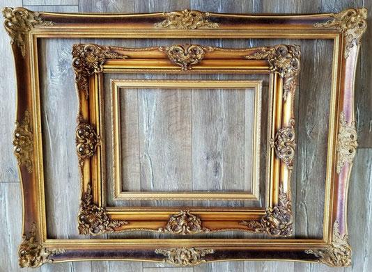 kleine alte antike bilderrahmen passend in einen großen gold rahmen gelegt