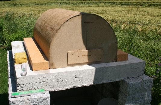Holzbackofen Steinbackofen