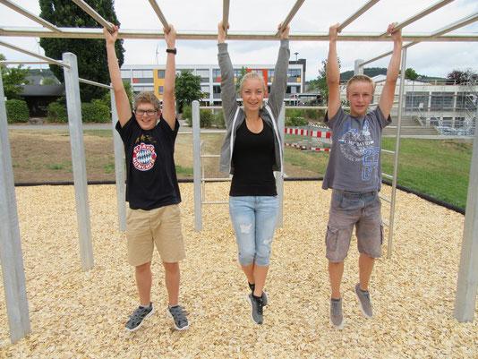 Das neue Schulsprecherteam an der Goldbachschule : Jannick Ludwig 9H (1. Vertreter), Rebecca Kern 10R1 (Schulsprecherin), Finn Bauer 10R1 (2. Vertreter)