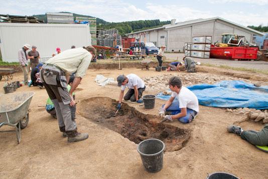Arbeiten an der Schürgrube eines oberirdisch nicht mehr erhaltenen Backofens im Jahr 2017.