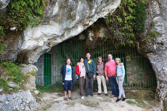 Der Eingang zur riesigen Höhle von Cullalvera