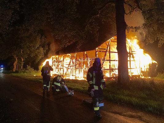 Feuer; Brand; Landwirtschaftliches Gebäude; Großbrand; Kirchwistedt; Feuerwehr Beverstedt; Freiwillige Feuerwehr Beverstedt; Ortsfeuerwehr Beverstedt; Ortswehr Beverstedt
