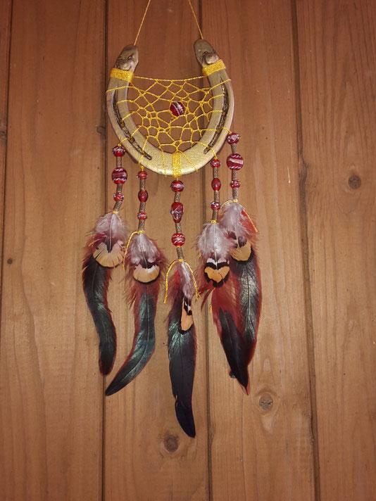 Glücksfänger - Traumfänger aus Hufeisen Modell Sun Fire in Gold-Rot