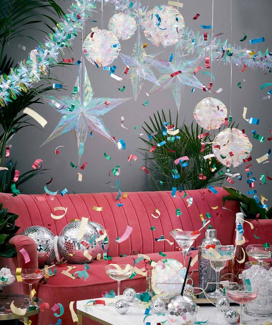 decoration-salle-anniversaire-adulte-pompons-irises
