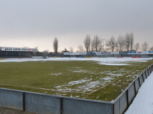 Foto ☆ Petra Bojens  ☆ Sportplatz in Heide ☆ März 2012