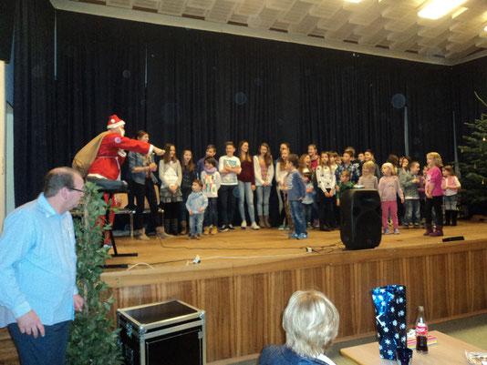 ...wer traut sich...der Nikolaus hofft auf ein Liedchen oder ein Gedicht...;-)