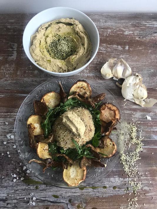 Hanf-Hummus mit Cous Cous, Ofengemüse, Rucola Salat, Austernpilze, Knoblauch und Hanföl