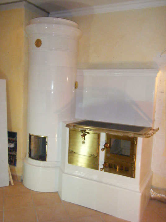 Die Krönung der Ofenbaukunst, inviduell erstellte Anlage mit Herd aus antiken Ofenkacheln, Sylt