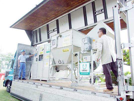発泡スチロールをスチレン油に精製する油化プラント(写真は移動式、2010年撮影)