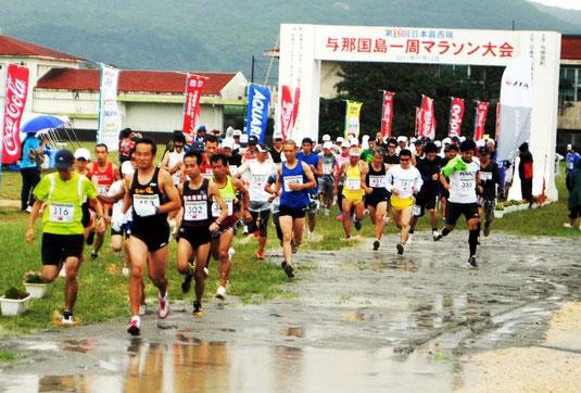 過去最多357人が出場した与那国マラソン。24㎞のスタート