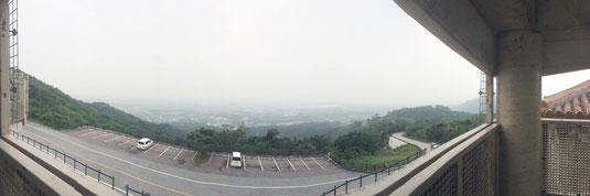 市内は微粒子を含む煙霧に覆われた=5日、バンナ公園展望台