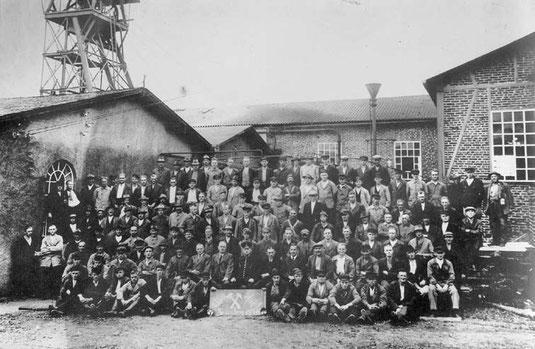 Die Belegschaft der Grube Bautenberg 1931