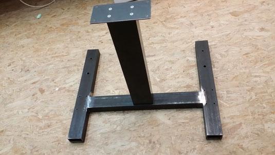 Metallfuss von MAXIP mit DL12 Säule von LINAK