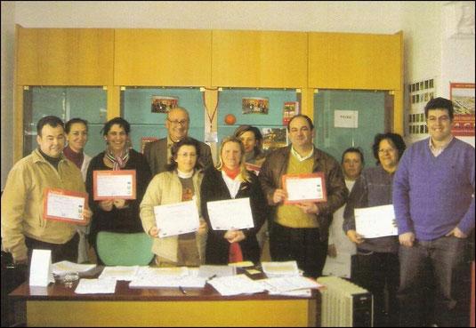 """ÁREA DE FORMACIÓN - """"A.C.H."""" ASOCIACIÓN DE CITRICULTORES DE HORNACHUELOS - """"Entrega de Diplomas I y II Cursos de Informática en Mesas del Guadalora (22-12-2006)""""."""