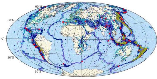 Carte mondiale des séismes (zones bleues) et des volcans en activité (points rouges).