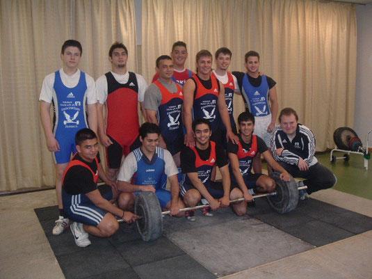 Teilnehmer an der Vereinsmeisterschaft am 19.5.2007 stehend von links: T.Solar,L.Rallidis,M.Bozkurt,N.Ekinci,I.Cakiroglu,J.Schleich,E.Balcin knieend von links: Ö.Karapinar,G.Bozkurt,S.Karapinar,Y.Ayhan,D.Artimovich.