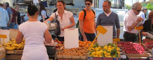 Gesundheit beginnt beim Einkaufen. Immer frisches Obst und Gemüse einkaufen.