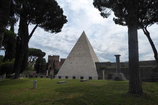 Cestiuspyramide, Rom