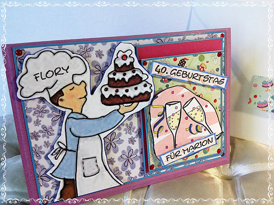 Geburtstagskarte für eine Frau mit Torte und Sektgläser und dem Namen vom Verschenker.